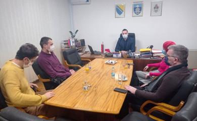 Vukadinović razgovarao sa novinarima o unapređenju medijske zastupljenosti