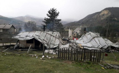 Stambeni kontejneri za porodice u Miljevini koje su ostale bez krova nad glavom