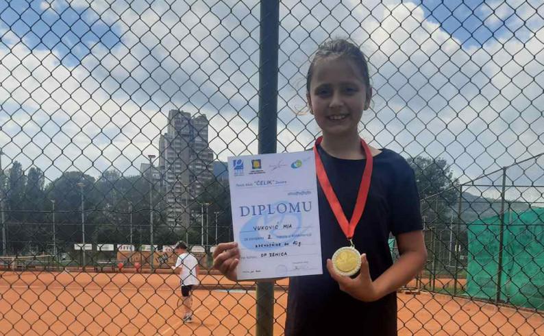 Srebro za Miu Vuković na teniskom turniru u Zenici