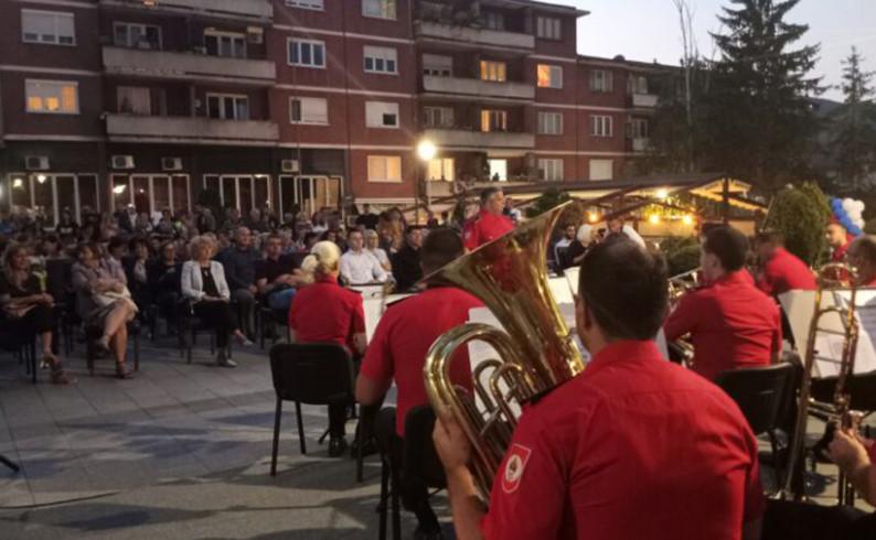 Policijski orekstar, izvedbom najpopularnijih pjesama, oduševio publiku u Foči